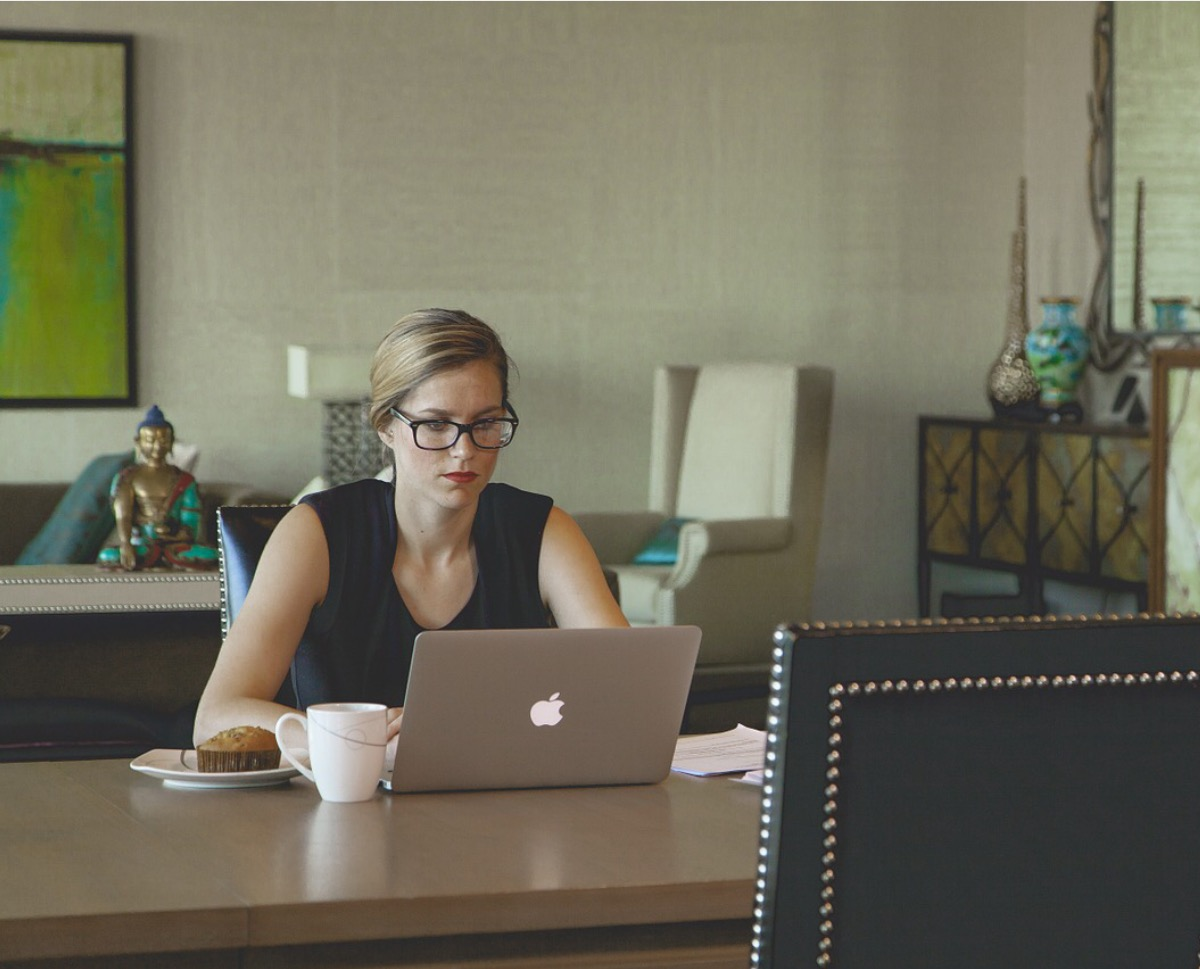 16 Reasons Why You Should Hire A Virtual Assistant